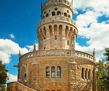Erzsebet Toren